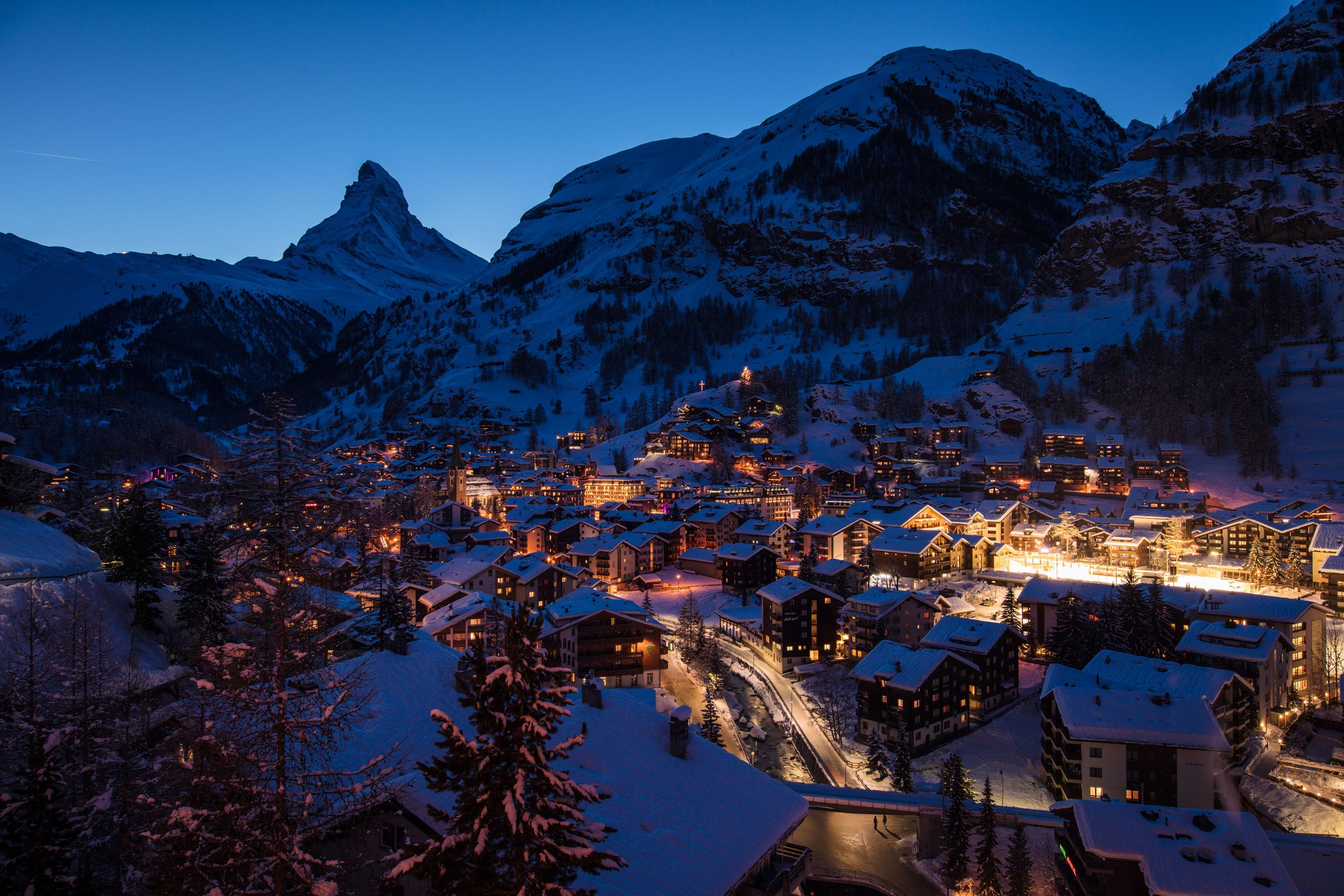 Photo: Vue de Zermatt la nuit.